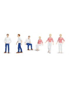 6 figurines en mouvement