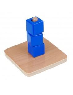 Cubes bleus à empiler sur tige verticale